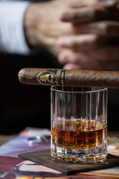 Smoking a cigar is usually associated with power and to the luxury lifestyle. Cigars And Whiskey, Good Cigars, Cuban Cigars, Scotch Whiskey, Aged Whiskey, Peaky Blinders, Churchill Cigars, Cigar Reviews, Premium Cigars