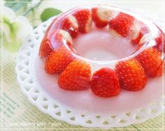 """Whole strawberries ♪ """"Two layers of strawberry jelly"""" Cute Desserts, Asian Desserts, Delicious Desserts, Yummy Food, Strawberry Sweets, Strawberry Jelly, Jello Recipes, Sweets Recipes, Sweets Catalog"""