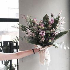 gorgeous floral arra