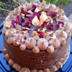 Nuestra Torta de chocolate con mousse de chocolate, crema frambuesa y ganache. Deco flores secas... una delicia!!! Todo libre de gluten