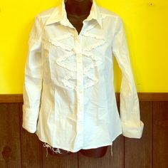 Michael KORS white button up top Perfect condition!! Has adorable ruffle design on front. Sleeves can be cuffed. All buttons intact. 97% cotton 3% spandex. MICHAEL Michael Kors Tops Button Down Shirts