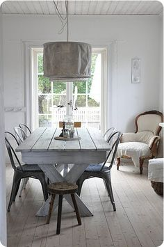 What a wonderfully, simple, - yet elegant table.