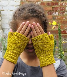 Made in worsted weight yarn (Malabrigo Rios), the fingerless Heart Mittens are an interesting and fast knit. The pattern is written for a range of sizes from toddler to adult and the instructions are given in both chart and written format.