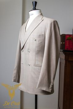 Doubel Breasted summer suit sand color blue overcheck super 130 wool.  Double Breasted zomer kostuum zandkleurig geruit super 130 wol.