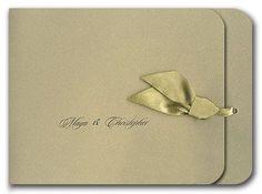 Elegante invitacion de boda en dorado.