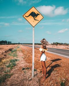 🌍 If we were meant to stay in one place, we'd have roots instead of feet 👣 . Somewhere lost between & famous National Park on a dusty Australian road ✨ . Moving To Australia, Australia Travel, Queensland Australia, Western Australia, Brisbane Queensland, Esperance Australia, Australia Tumblr, Perth, Summer Aesthetic