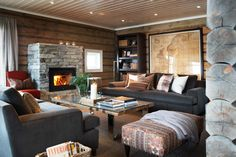 Cosy cabin living room from Slettvoll. Style At Home, Lodge Decor, Winter House, Home Fashion, My Dream Home, Living Spaces, Living Room, Family Room, Interior Decorating