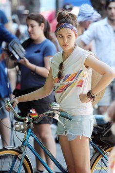Elizabeth Olsen films another scene Good Girls