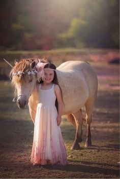 18 Pretty and Cute Kids Valentine Costume Ideas - mybabydoo Equine Photography, Girl Photography, Children Photography, Unicorn Pictures, Girl Pictures, Beautiful Children, Beautiful Horses, Image 3d, Horse Costumes