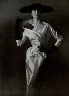 Couture Allure Vintage Fashion: Nina Ricci Dinner Dress - 1953 by mavis Fifties Fashion, Retro Fashion, Fashion Glamour, Classy Fashion, Fashion Vintage, Punk Fashion, Victorian Fashion, Timeless Fashion, Vintage Glamour