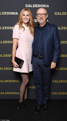 Julia Roberts looks leggy at Calzedonia fashion show Simple Fall Outfits, Julia Roberts, Red Carpet Fashion, Pretty Woman, Cool Girl, Celebrity Style, Personal Style, Fashion Show, Street Style