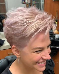 Short Textured Hair, Short Choppy Hair, Short Grey Hair, Short Hair With Layers, Short Hair Over 60, Short Blonde Haircuts, Choppy Haircuts, Funky Short Hair, Haircuts For Fine Hair