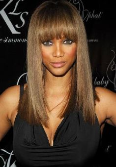 Tyra Banks like wig. WigSiS offers the latest Tyra Banks Hair Style Wig for her fans. Side Bangs Hairstyles, Long Face Hairstyles, Sleek Hairstyles, Celebrity Hairstyles, Weave Hairstyles, Straight Hairstyles, Fringe Hairstyle, Beautiful Hairstyles, Girl Hairstyles