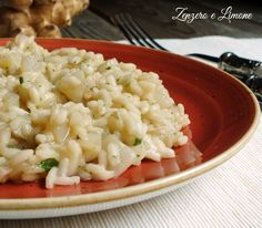 Risotto ai topinambur Rice Pasta, Rice Soup, Starch Foods, Quinoa Rice, Veggie Dishes, Couscous, Gnocchi, Macaroni And Cheese, Good Food