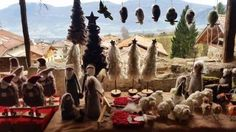 Al #mercatinorango partecipa ai laboratori del #filò per creare con le tue mani #decorazioni di #Natale e oggetti in materiale natuale! #visitacomano #trentino #mercatinidinatale #natale