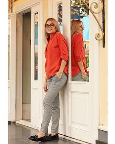 """Один из новых фаворитов этого сезона красный цвет с нотками оранжевого. Назовем его """"Красная заря"""". У вас обязательно должно быть хоть что-то такого цвета!!! Хотя бы шарф!😍 Ну а мы подготовили для вас рубашки-поло в этом цвете! Кстати, и в других новых расцветках эта модель есть уже в шоу-руме😉 3.800₽ ✔️Артикул рубашки #4dr3 ✔️Брюки черно-белая """"гусиная лапка"""",5.800₽ Артикул брюк #r43sz"""