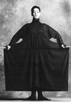 Issey Miyake Permanente, 1986 Model: Ellen Van Schylenburch (Contemporary Dancer). photo by Snowdon, Camera Press London. #selection by #ARCHIlista www.archilista.com and IG | FB | P | T