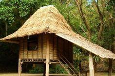 Nipa hut in the Philippines Filipino Architecture, Bamboo Architecture, Bamboo House Design, Bahay Kubo, Jungle House, Gazebo Pergola, Rest House, Beach Bungalows, Amazing Buildings