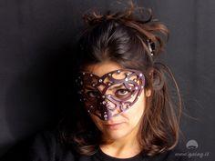 Maschera cuore traforata in cuoio, viola metallizzato con brillantini,  carnevale, elegante, festa in maschera, principessa di GAIAGeri su Etsy