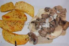 Pui cu mozzarella si sos de ciuperci Rabbit Food, Mozzarella, Poultry, Turkey, Meat, Chicken, Recipes, Backyard Chickens, Turkey Country