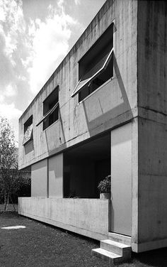 Peter Märkli / Gantenbein House Concrete Architecture, Small Buildings, Building Facade, Futuristic, Home And Family, Places To Visit, Stairs, Construction, Exterior