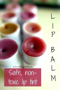 Diy Lip Balm with Vaseline Awesome Diy Tinted Lip Balm In All the Colors Pink Brown Red. Homemade Lip Balm, Diy Lip Balm, Tinted Lip Balm, Lip Tint, Beeswax Lip Balm, Homemade Facials, Diy Cosmetic, Diy Beauté, Lip Balm Recipes