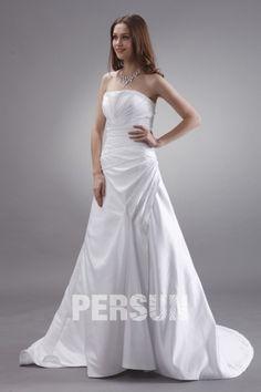 lange weißes träglos Brautkleid gefalten