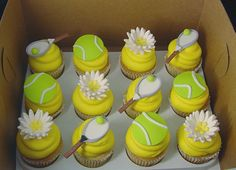 white cake, yellow frosting, white lines on frosting to look like the lines of a tennis ball tennis cupcakes! white cake, yellow frosting, white lines on frosting to look like the lines of a tennis ball Tennis Cupcakes, Tennis Cake, Tennis Gifts, Themed Cupcakes, Party Cupcakes, Sport Tennis, Play Tennis, Tennis Decorations, Table Decorations