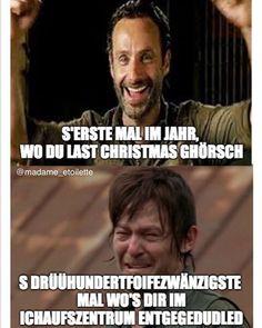 this christmas I will give you min tritt is radio 📻 . . . (behaupted eini, wo im september scho e wiehnachtsplaylist uf youtube zemestellt🙈✌🏻) Radios, September, Memes, Youtube, Instagram, Deutsch, Animal Jokes, Meme, Youtubers