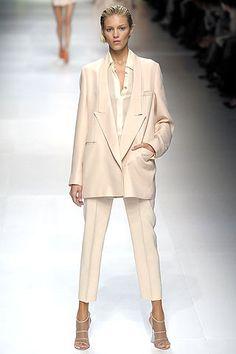 Stella McCartney Spring 2009 Ready-to-Wear Fashion Show - Anja Rubik Daily Fashion, Suit Fashion, Fashion Week, Fashion Show, Womens Fashion, Fashion Trends, Prep Fashion, High Fashion, Fashion Dresses