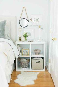 meubles et chambre blanche