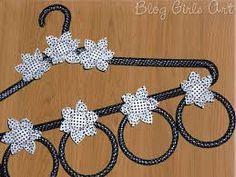 Resultado de imagem para cabide porta lenço Headband Crafts, Headbands, Sewing Scarves, Mini Craft, Diy Hacks, Decoupage, Diy And Crafts, Christmas Crafts, Blog