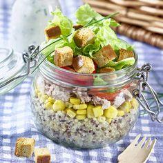 Salade pique-nique quinoa, crudités, thon et croûtons chèvre
