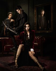 the vampire diaries season 5 | new promotional image of the vampire diaries with klaus lurking in the mirror