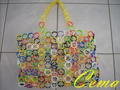 recycling plastic - crafts ideas - crafts for kids. plastic bottle caps into a beach bag. Plastic Bottle Caps, Bottle Cap Crafts, Recycle Plastic Bottles, Plastic Bag Crafts, Plastic Bags, Upcycled Crafts, Recycled Art, Fun Crafts, Crafts For Kids