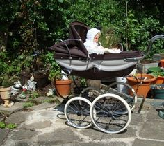 This beautiful little dolly pram has just been added to my collection of prams, isn,t she so sweet? Vintage Stroller, Vintage Pram, Pram Stroller, Baby Strollers, Silver Cross Prams, Little Dolly, Prams And Pushchairs, Dolls Prams, Baby Buggy