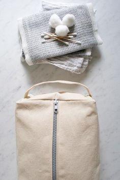 For Matt: Zippered Dopp Kit - DIY sewing tutorial Bag Pattern Free, Sewing Patterns Free, Free Sewing, Sewing Tutorials, Vanity Case, Diy Pochette, Purl Bee, Small Sewing Projects, Dopp Kit
