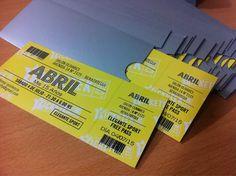 Últimos trabajos: diseño e impresión de invitaciones ticket con sobres satinados brillante para los 15 de Abril