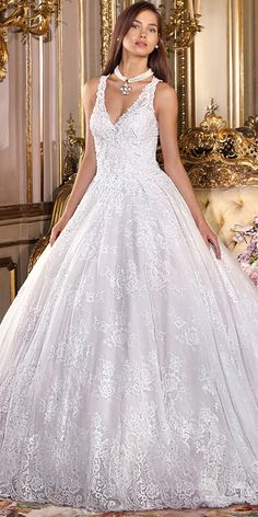 Elegant Tulle & Lace V-neck Neckline A-line Wedding Dress With Beaded Lace Appliques