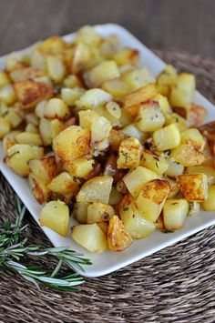 These golden skillet potatoes are lightly golden and crisp on the edges and really delicious. Potato Dishes, Potato Recipes, Vegetable Recipes, Food Dishes, Side Dishes, Vegetable Dishes, I Love Food, Good Food, Yummy Food