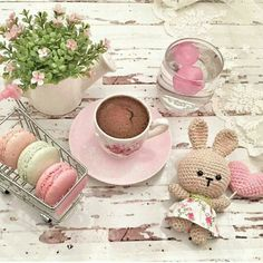 Is there a pattern for that bunny? Coffee Vs Tea, I Love Coffee, Coffee Cafe, Coffee Shop, Coffee Photos, Coffee Pictures, Chocolates, Cocoa Drink, Tea And Books