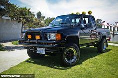 Toyota Hilux 1985. Uma das pickups mais famosas do mundo. Era a pickup de Marty…