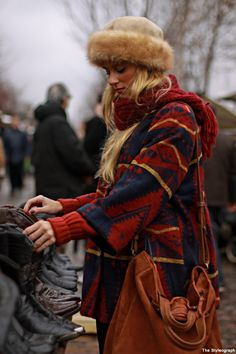 Sometimes post-apocalyptic fashion isn't about fighting mutants in the forbidden zone. Sometimes it's about being cozy. Big Fashion, Fashion Prints, Winter Fashion, Bohemian Culture, After Earth, Mode Boho, Street Style, Warm Outfits, Blazer