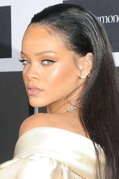 Rihanna Memes, Mode Rihanna, Rihanna Riri, Rihanna Style, Pink Lips Makeup, No Eyeliner Makeup, Photos Rihanna, Maquillage Black, Looks Rihanna