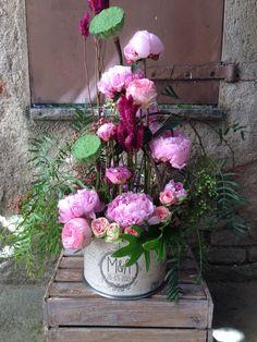 Lata personalizada para regalo, montaje floral con peonias sarah bernhardt El Taller de Joan