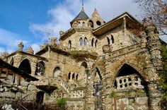 Turismo Galicia: Casa de As Pedriñas A Veiga : El Gaudi Gallego Gaudi, Wonderful Places, Beautiful Places, Beautiful Castles, Medieval Town, Andalusia, Spain Travel, Terra, Best Hotels