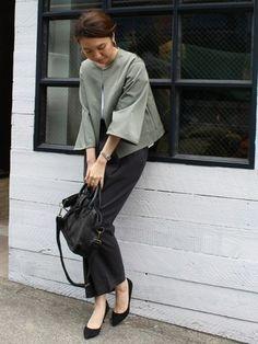 ノーカラーのジャケットも女性らしい雰囲気。優しさの中にカッコよさがあって素敵です。                                                                                                                                                                                 もっと見る