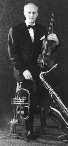 """Голощекин был и остается сторонником джазового романтизма. Он убежден, что классический джаз (в его понимании - """"мейнстрим"""", включающий свинг, бибоп, кул, хард-боп) способен развиваться безгранично и что никакое новаторство невозможно без твердой """"школы"""".  (на основе статьи В.Фейертага """"Генезис популярности"""")"""