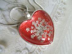 A Peaceful Heart-Pressed Flower Pendant-Queen by giftforallseasons
