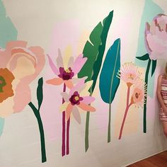 Both my murals are complete and I'm super happy how it all turned out. Angela Ceberano of @flourish_pr had a vision where she wanted me to combine her favourite flowers, peonies and mix in some banana palms for a tropical twist and I added my usual Australian natives. It turned out to be a beautiful mix of pinks, peaches and lush greens..a winning combo! What a pleasure it was the work in this beautiful space with an amazing, warm and welcoming team. Thank you for the opportunity, I had a…
